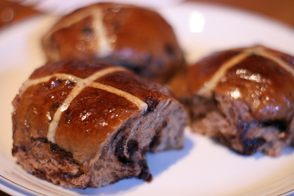 Chocolate Chip Hot Cross Buns // recipe