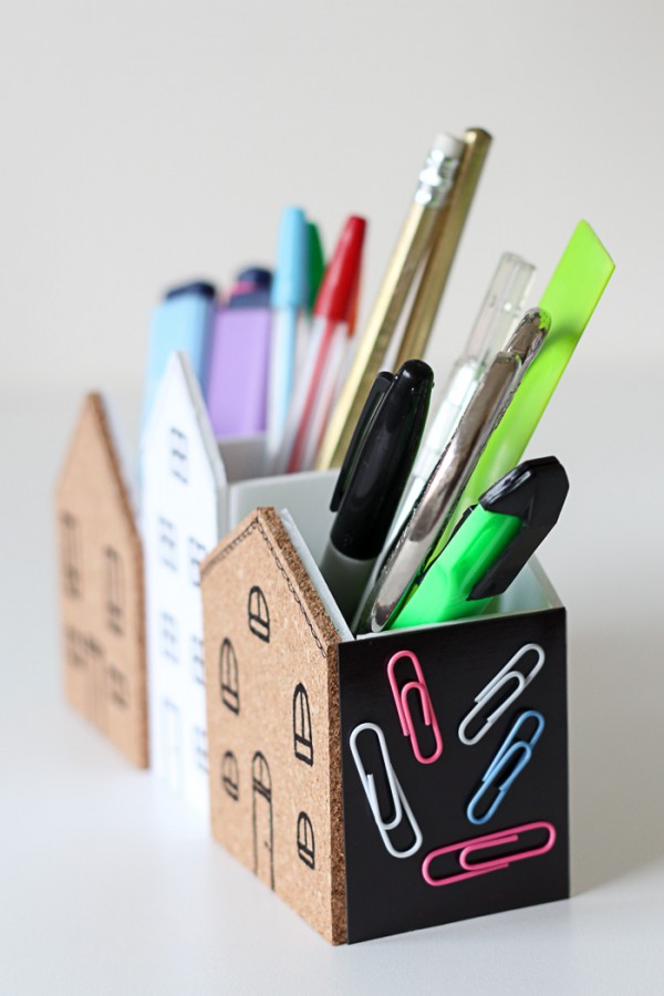 Cute DIY Desk Organizer. It even has cork and magnets space for putting little notes and keeping paperclips tidy! Cute!