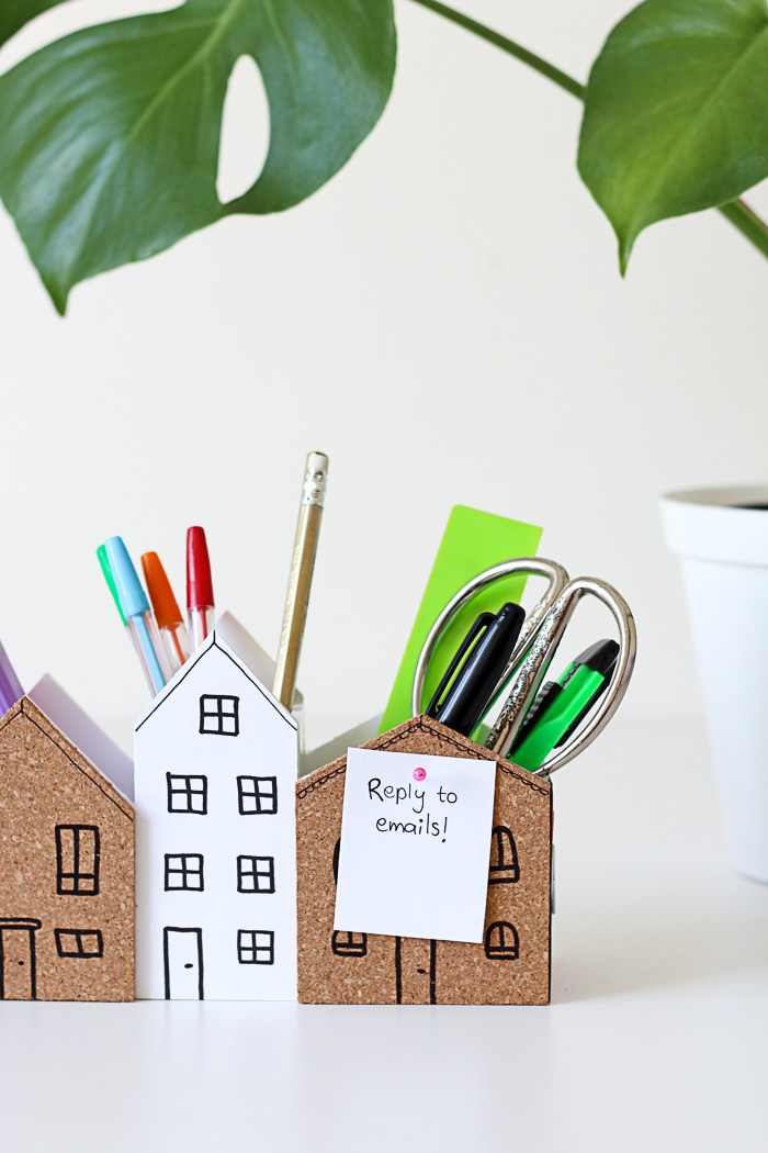 Quick tip: Add cork board to your desk organiser for a mini pin board. Click to see the full tutorial