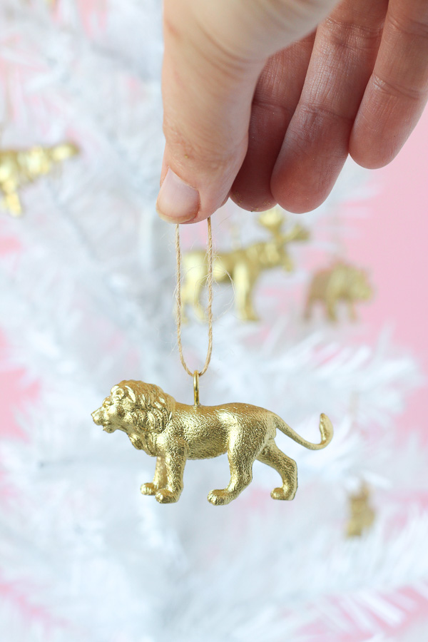 Looking for some DIY Christmas decorations? Try these easy gold painted animals!