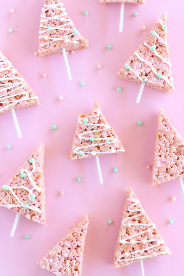 Christmas Marshmallow Rice Krispie Treats // Recipe