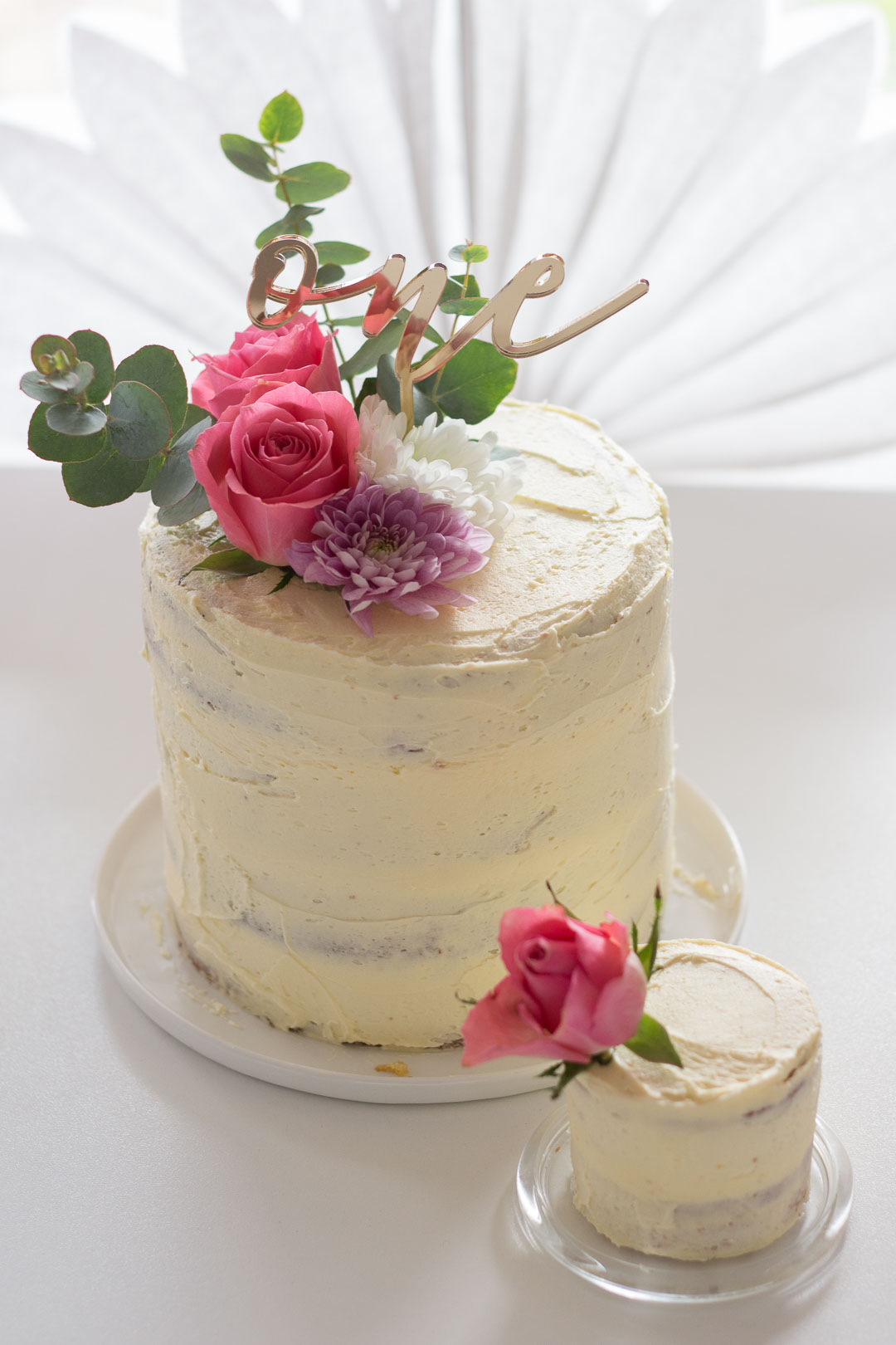 Floral Decorations for smash cake // Pretty First Birthday Cake