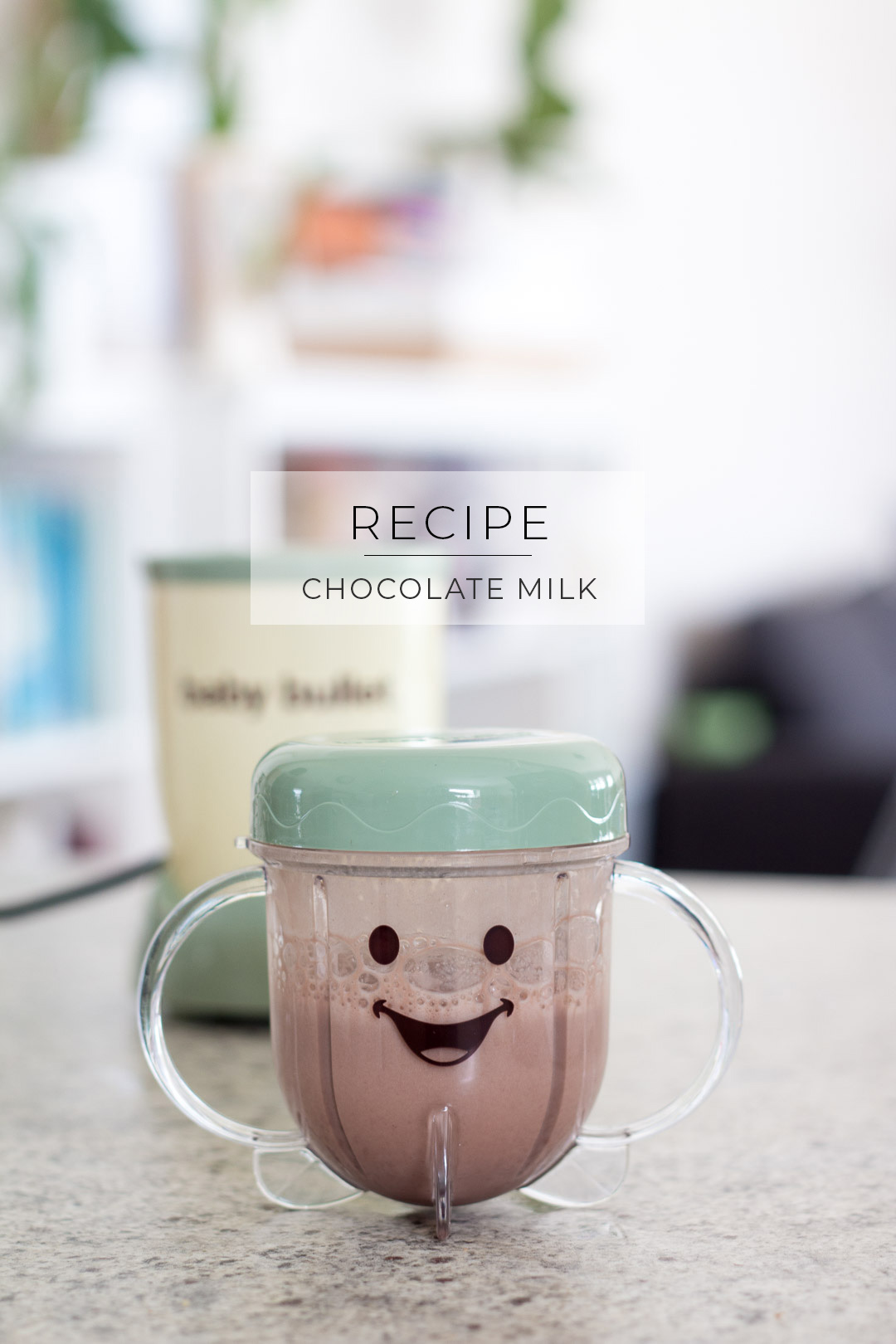 Healthy chocolate milk recipe // Perfect for toddlers too!