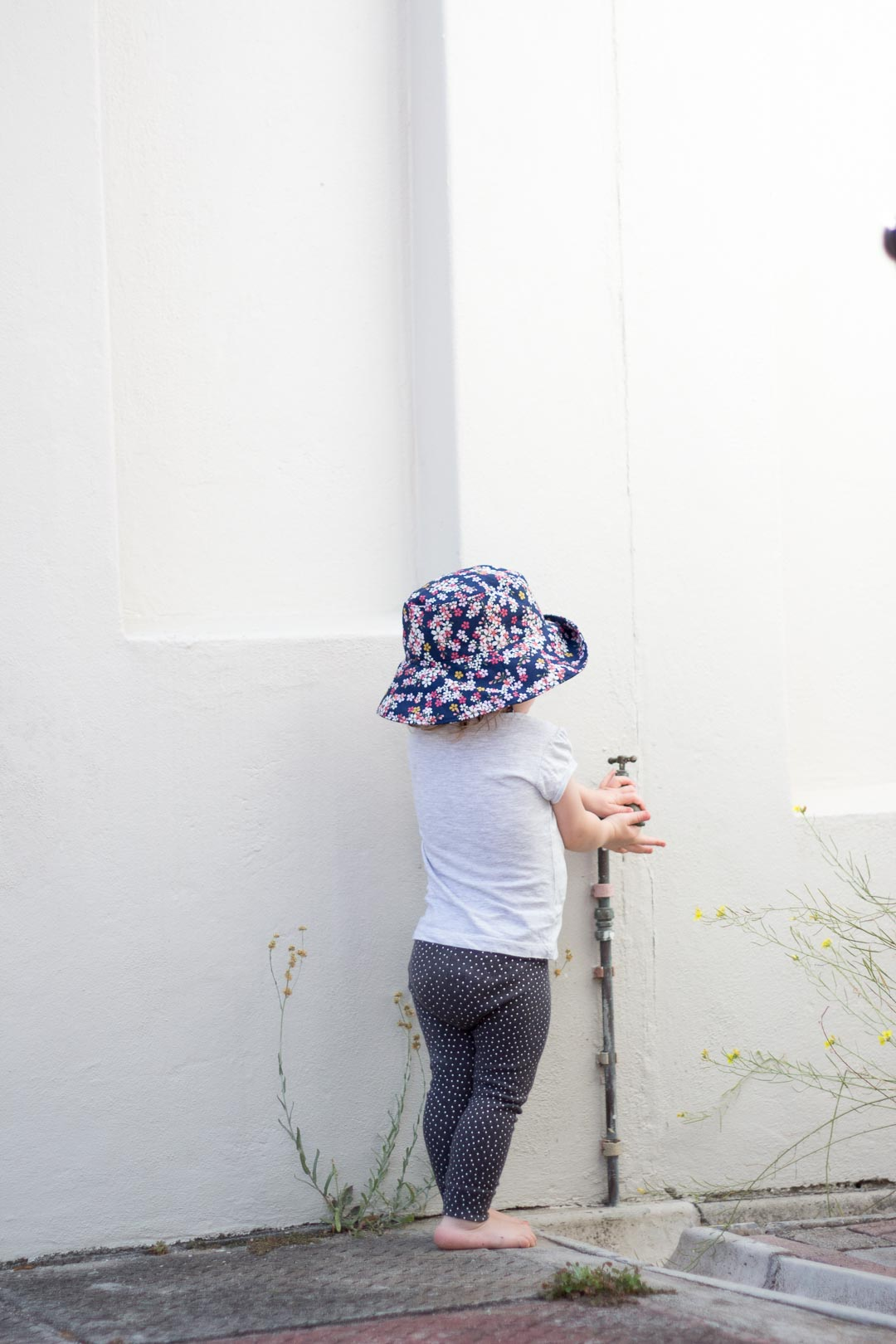 DIY Wide-Brimmed Toddler Sun Hat // Easy to follow bucket hat tutorial with link to free printable pattern.