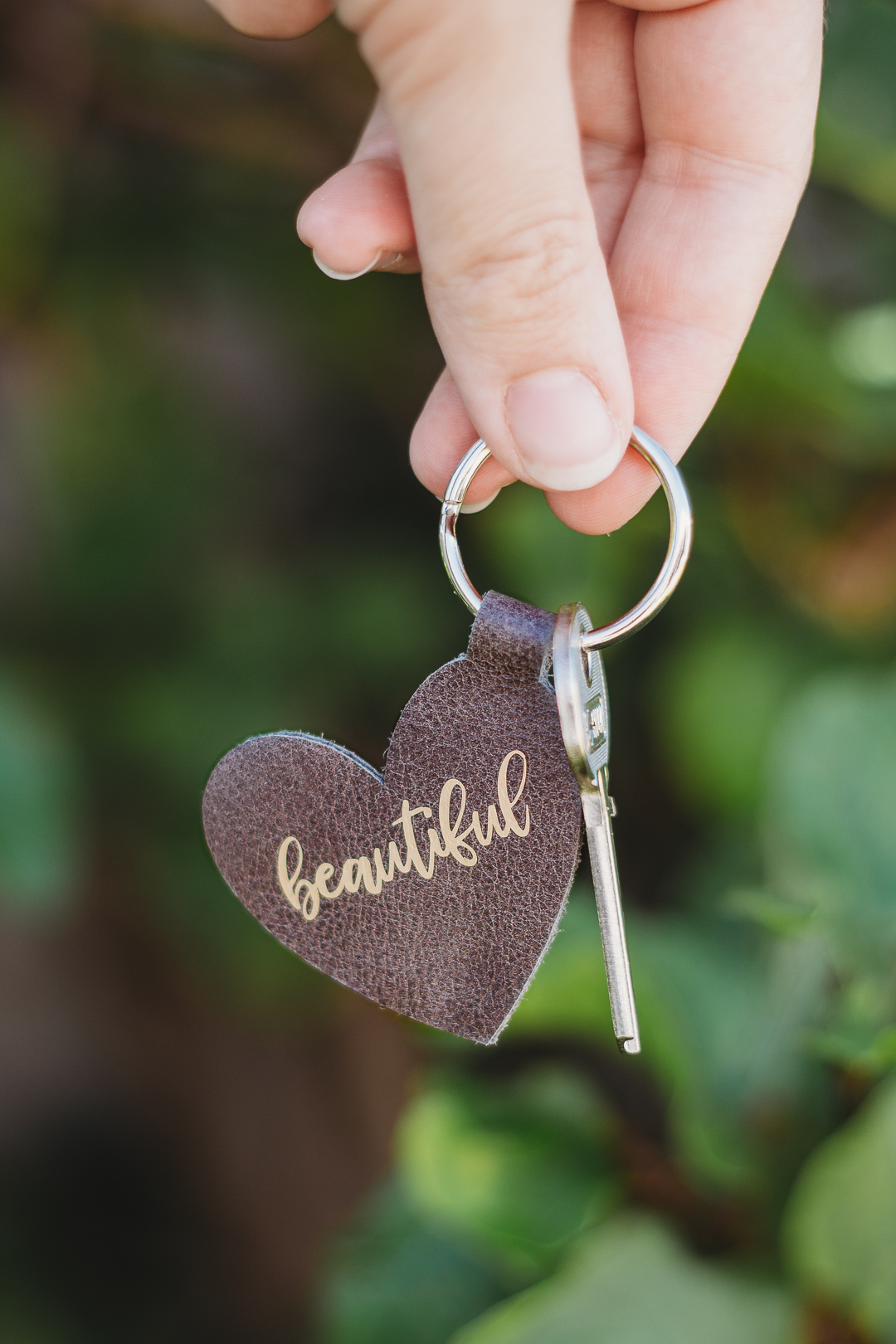 Leather Keyring made with the Cricut Maker - includes free SVG pattern
