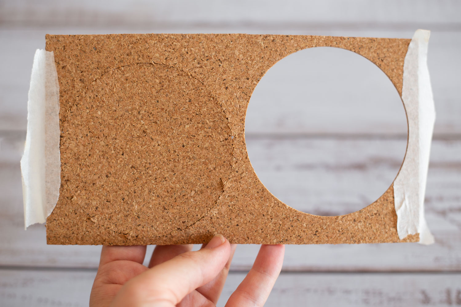 Free SVG pattern // Easily cut cork to make DIY coasters with the Cricut Maker