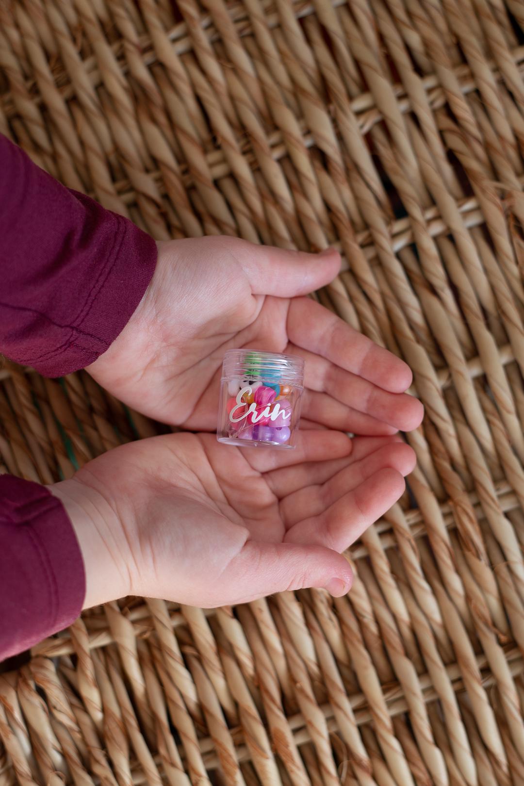Party Favour Idea for rainbow party - DIY stretchy bracelet kit