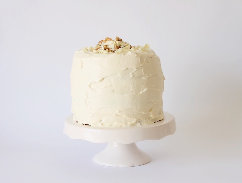 Chocolate cake with whipped cream cheese icing // Recipe