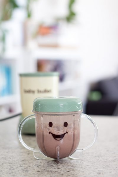 Healthy chocolate milk recipe // Perfect to toddlers too!
